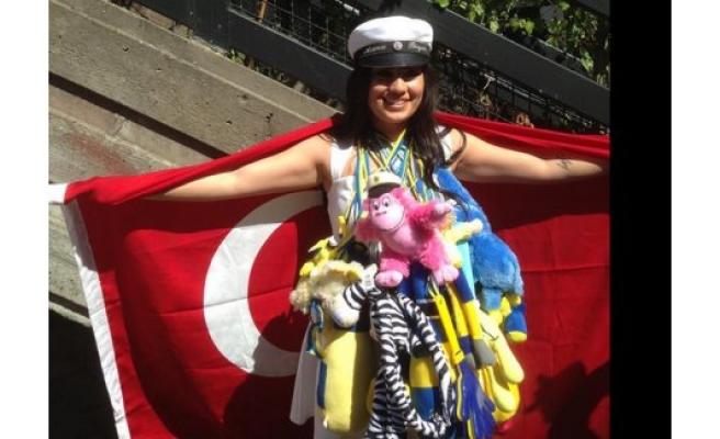 Türk kızı İsveç'te okul birincisi olarak mezun oldu