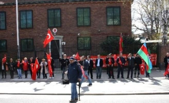 Türkiye Stockholm Büyükelçiliği önünde teröre hayır mitingine katıl!