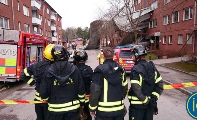 Uppsala'da çatı yere devrildi