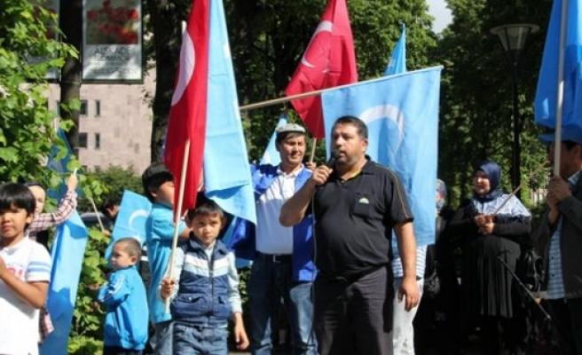 Uygur Türkleri göz göre göre ölüme gönderilmesi, Stockholm'de protesto edildi