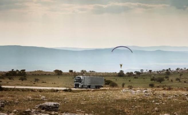 Volvo'nun yeni teknolojisi yamaç paraşütçüsüne karşı