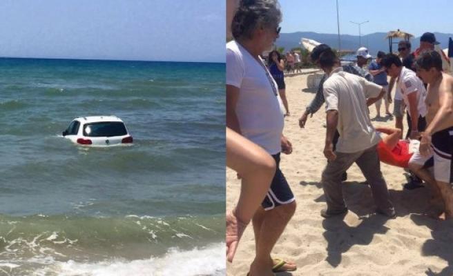 Yok artık! Denizde yüzen insanlara araba çarptı!