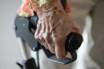 İsveç'teki yaşlı bakım evinde yaşlılara iki haftada bir banyo yaptırılıyor
