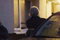 Polis, kayıp kız olayıyla ilgili bir evde arama yaptı