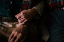 İsveç'te bazı huzurevlerinde koronavirüs hastası yaşlıların ölüme terk edildiği iddiası