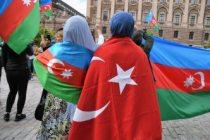 Ermenistan'ın saldırıları İsveç'te protesto edildi