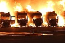 İsveç'te, 7 TIR, cayır cayır yandı...VİDEO