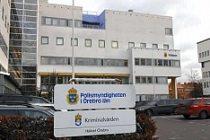 İsveç'te bir kişi polis arabasına benzin döküp yaktı