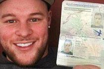 Kız arkadaşının pasaportuyla seyahat etti
