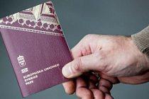 Pasaport satan 71 yaşında bir İsveçli yakalandı