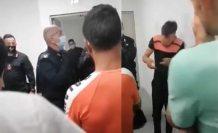 Mültecileri birbirlerine tokatlatan polis açığa alındı
