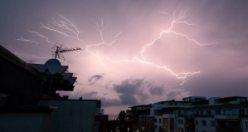 İsveç'te şiddetli yağış hayatı olumsuz etkiliyor: Bir Hastanede elektrikler kesildi