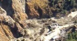 Nehre düşen buzul barajı yıktı: 150 kişinin ölmüş olmasından korkuluyor