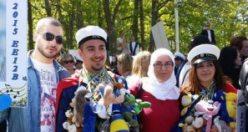 İsveç'te gençlerimizin lise mezuniyet fotoğrafları