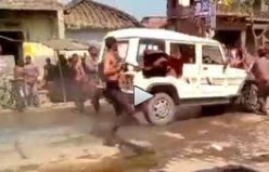 Hindistan'da, sokakta dans edenlere araba daldı