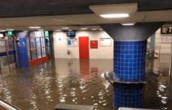 Västerhaninge tren istasyonu atık sular altında kaldı