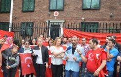 Stockholm'de Vatandaşlar Darbeye Karşı Bildiri Okudu