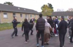 Danimarka Göç ve Uyum Bakanı makam aracıyla mültecileri ezdi geçti