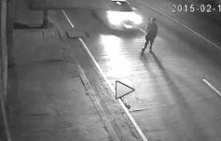 Yol ortasında yürüyen adama 150 hızla vurdu ve...VİDEO