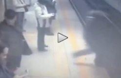 Trenin altına atlayarak intihar etmesi görüntülendi...VİDEO