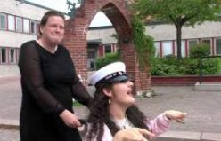 Dilek Hakbilen İsveç'te mezuniyet törenini böyle kutladı