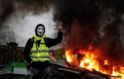 Fransa'daki Sarı Yelekliler protestosundaki çatışmalar canlı yayınlandı - İşte o görüntüler