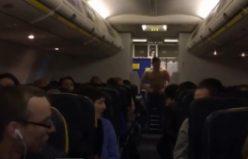 Uçak'ta alkolün ayarını kaçırınca...