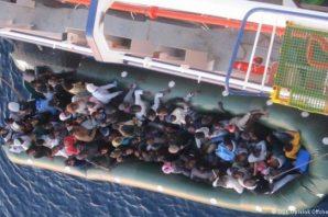 Mültecilere uzanan ilk yardım eli