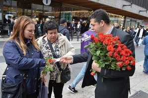 Peygamber sevgisi İsveç'i güllere boğdu