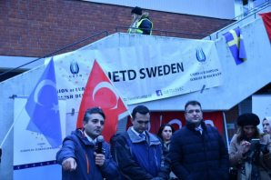 "İsveç'te ""15 Temmuz"" Panelinin Engellenmesi Protesto Edildi"