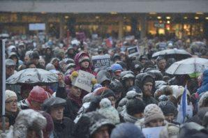 Stockholm'de 20 bin kişi Paris saldırısını protesto etti...