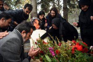 Özgecan Aslan Ailesi Mezarı Başında
