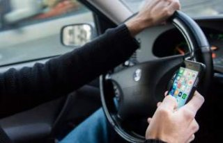 İsveç'te araç sürerken telefon kullanan onlarca...