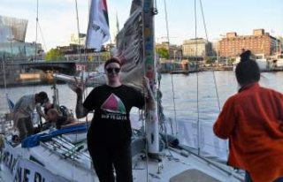 İsveçli ve Norveçli aktivistler balıkçı tekneleriyle...