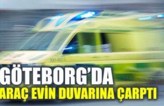Göteborg'da araba evin duvarına çarptı