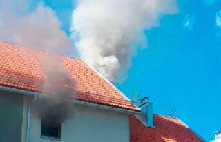 Märsta'da 15 dairenin buluduğu binada yangın!