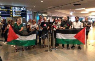 İsrail'in gözaltına aldığı İsveçli aktivistler...