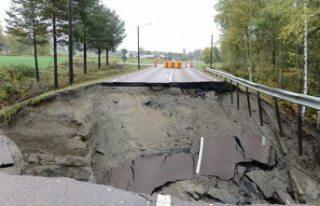 İsveç'te çöken yollar korku saçıyor