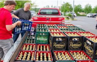 Neonaziler bira içemesin diye hepsini satın aldılar