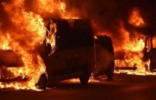 İsveç'te 9 araç yakıldı