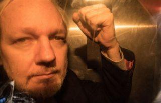 Assange'ın babası: Oğlum kendini çok kötü...