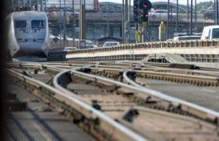 İsveç'te araç tren yoluna girdi kazada bir...