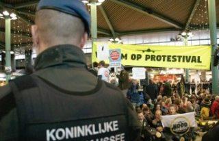 Hollanda'da protestocular havaalanını işgal...