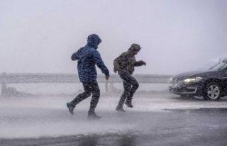 Sert rüzgar nedeniyle Öresund köprüsü trafiğe...