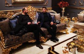 İsveç'te başarılı iki Türk iş adamı hem...
