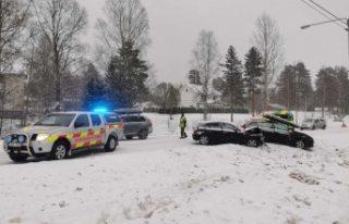 İsveç'te zincirleme kaza 6 araç birbirine...