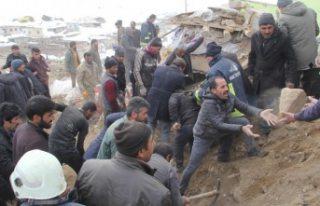 İran'daki depremler Türkiyeyi de vurdu! Ölü...