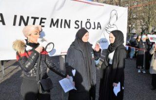 İsveç'te başörtüsü yasağı protestosu