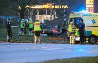 İsveç'te spor otomobil takla attı - 2 yaralı