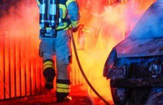 İsveç'te yine araçlar ateşe verildi